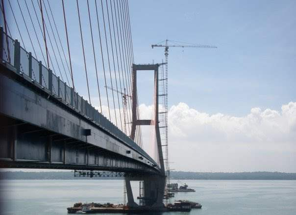 Tiga pilar konstruksi jembatan nasional suramadu
